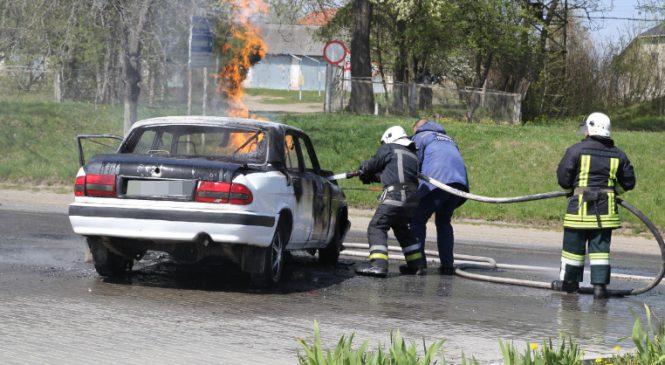 У Сторожинці біля АЗС згорів легковий автомобіль