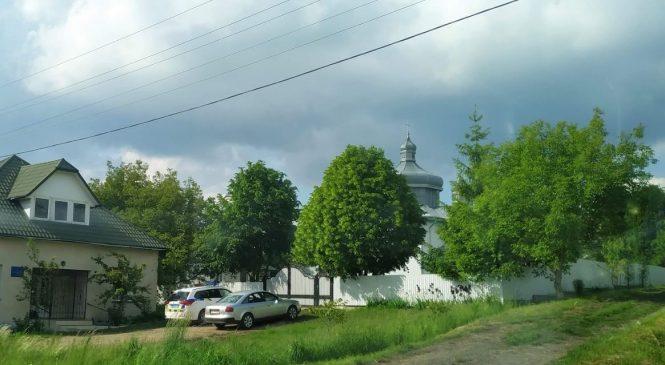 У Заволоці виник конфлікт через спробу винести церковне майно