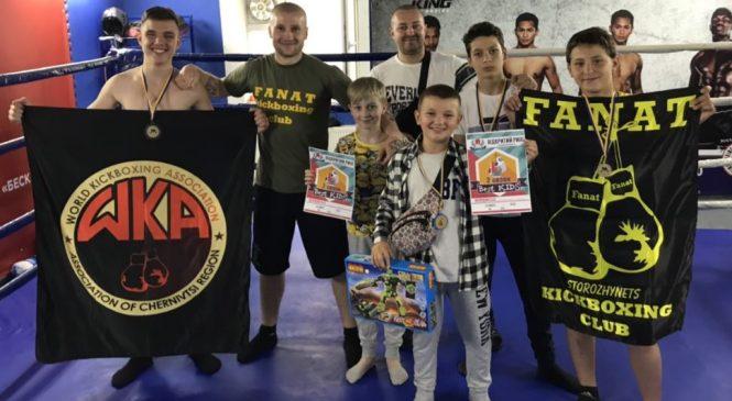 """4 """"золота"""" та 1 """"срібло"""" – сторожинецькі кікбоксери взяли призові місця на Відкритому Рингу BestKids"""