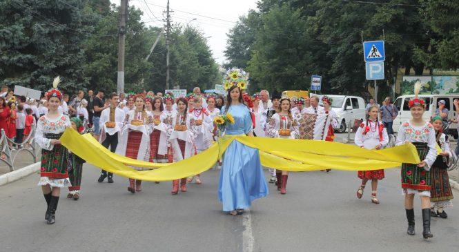 """У Сторожинці відбувся фестиваль """"Барви Сторожинеччини"""". Фото"""