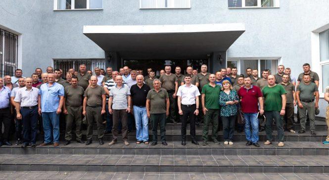 Сторожинецькі лісівники закликають голосувати за кандидата у народні депутати Миколу Орендовича, сторожинчанина з діда-прадіда