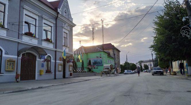 У Сторожинці закінчили встеляти асфальт по вулиці Грушевського